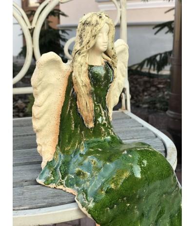 Bog.Apollo Anioł ceramiczny siedzący zielony