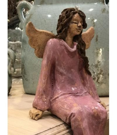 Bog.Basaj Anioł ceramiczny siedzący