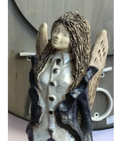 B.Anioł ceramiczny