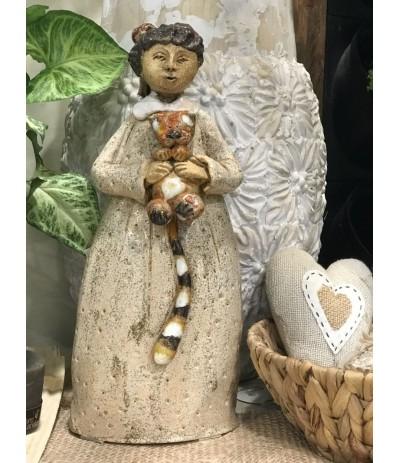 B.Postać ceramiczna - Dziewczynka z kotkiem