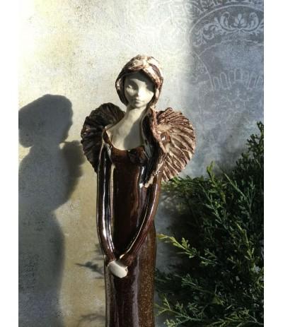 B.Anioł ceramiczny w złotej sukni