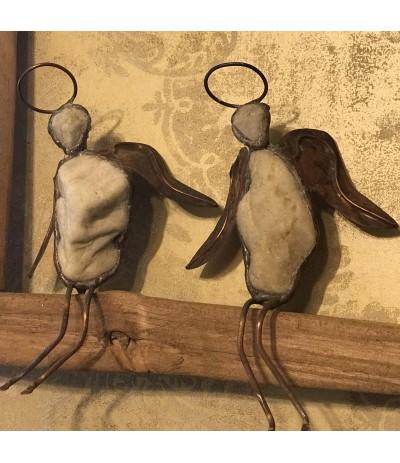 B.Figurki Aniołów w drewnianej ramie