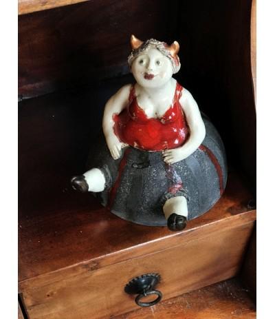 B.Postać Kobiety Diabełek ceramiczna
