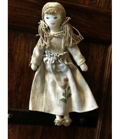 B.Lalka szmaciana w sukience z Lnu