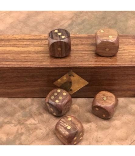 M.Gra w kości w pudełku drewnianym