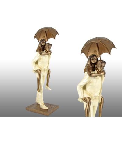 H.Figurka Para pod parasolem