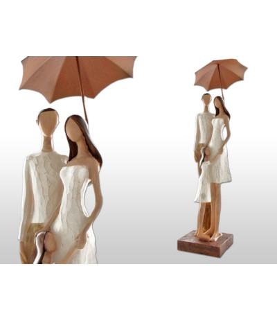 H.Para z dzieckiem pod parasolem