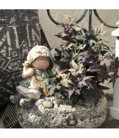 Figura ogrodowa Dziewczynka